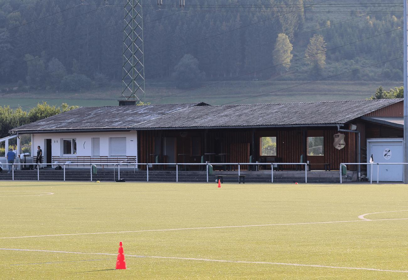 Vereinsheim + Tribüne
